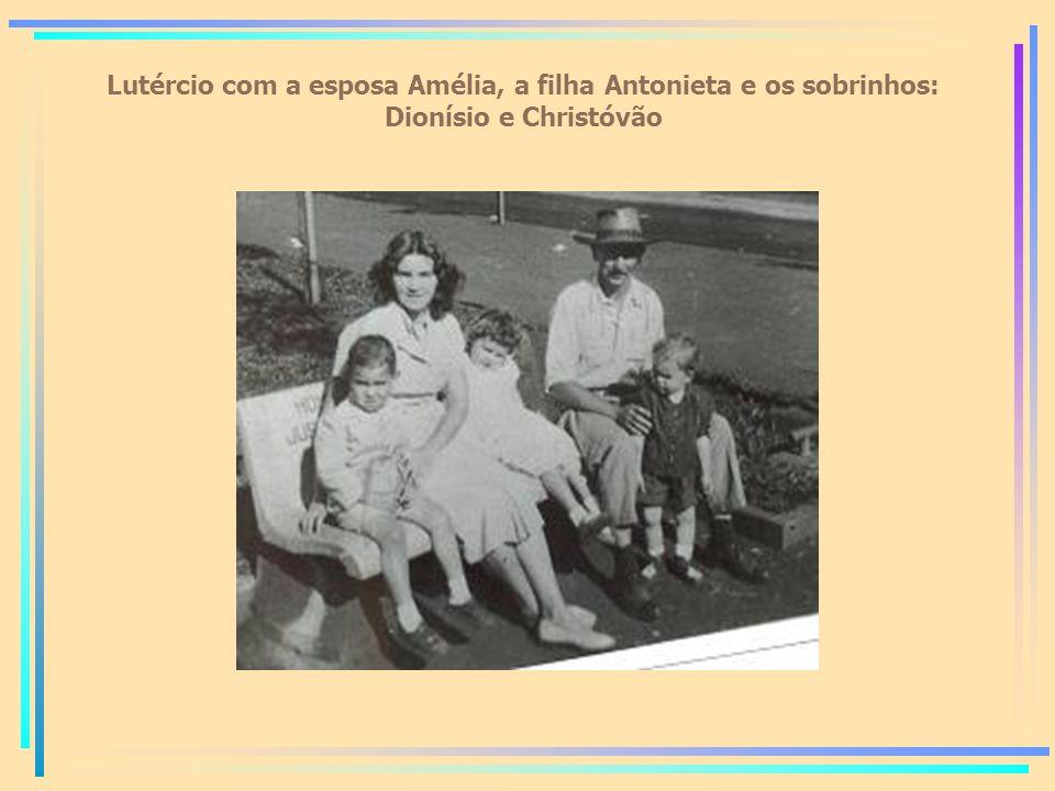 Lutércio com a esposa Amélia, a filha Antonieta e os sobrinhos: Dionísio e Christóvão