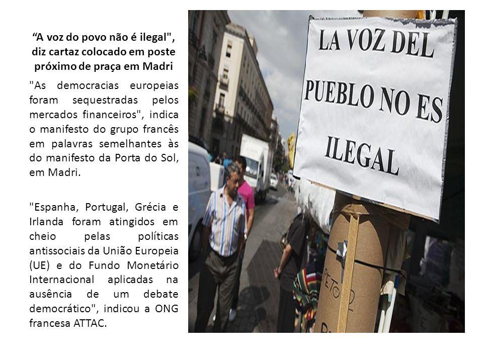 A voz do povo não é ilegal , diz cartaz colocado em poste próximo de praça em Madri