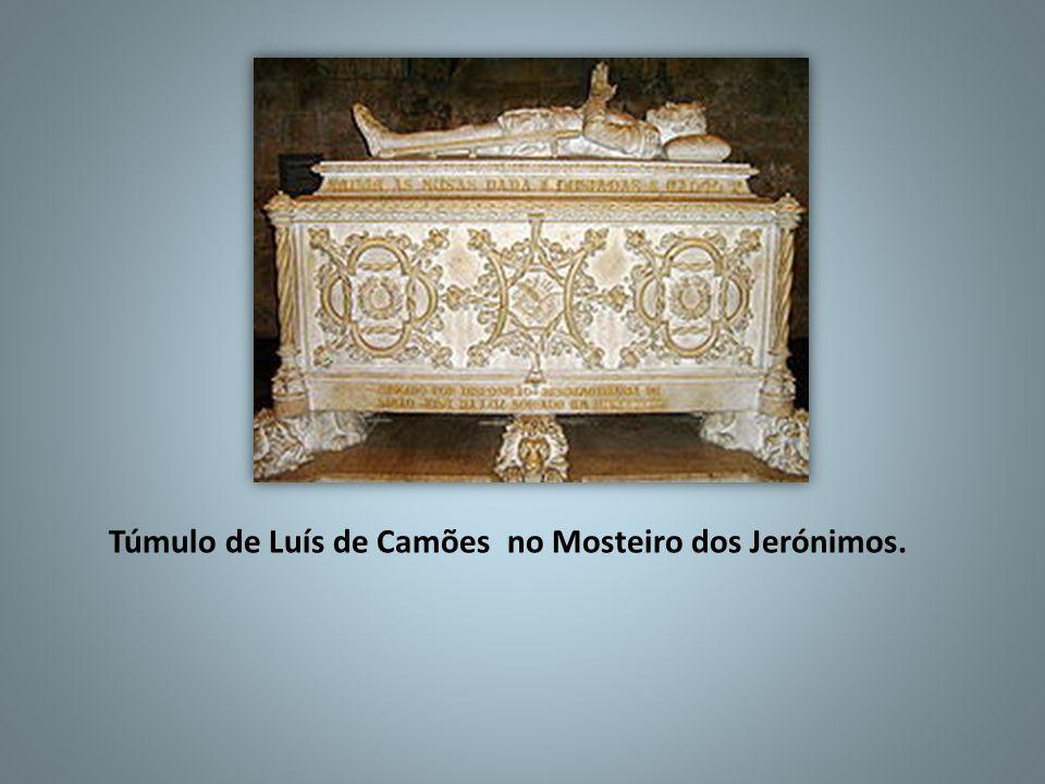 Túmulo de Luís de Camões no Mosteiro dos Jerónimos.