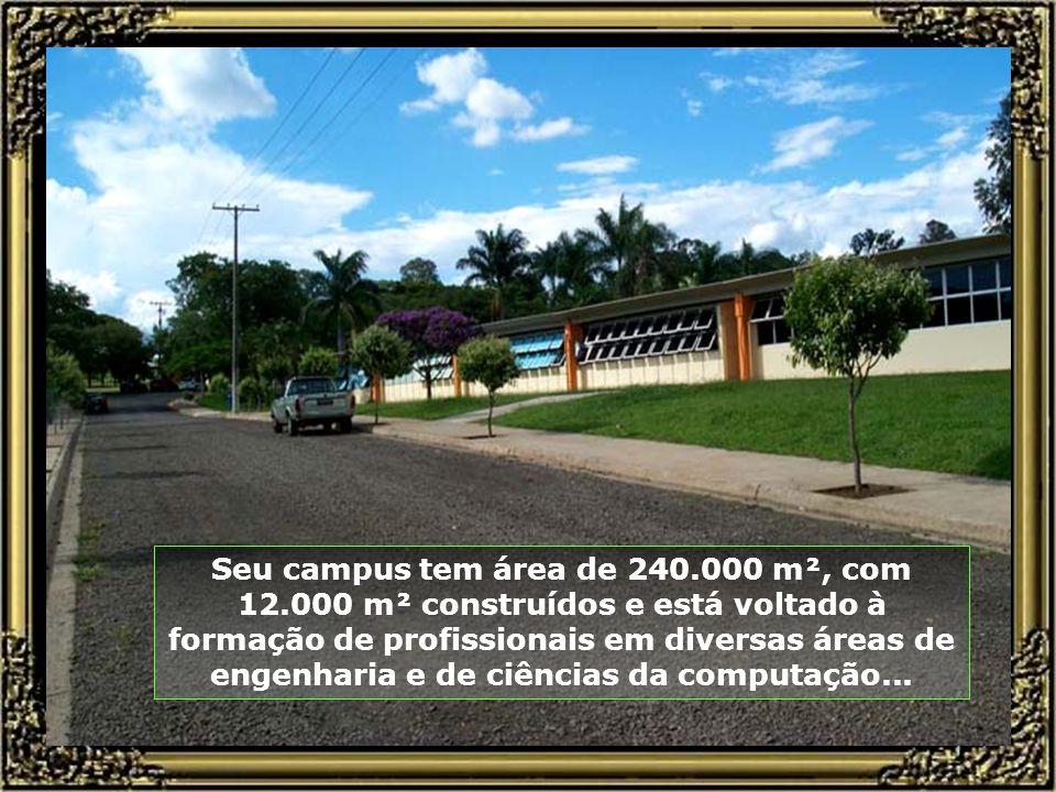 Seu campus tem área de 240. 000 m², com 12