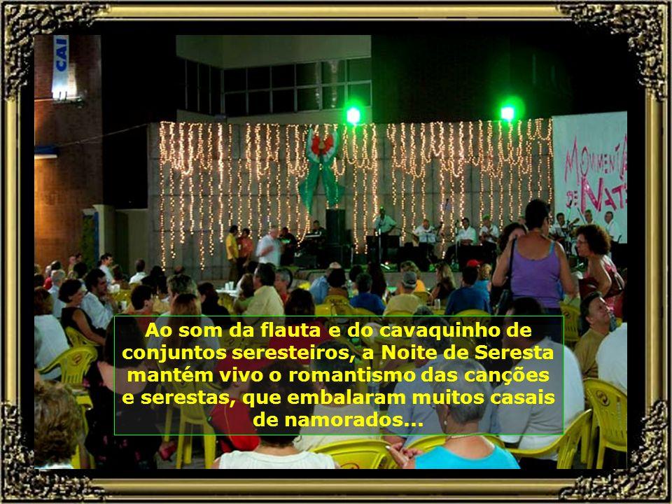 Ao som da flauta e do cavaquinho de conjuntos seresteiros, a Noite de Seresta mantém vivo o romantismo das canções e serestas, que embalaram muitos casais de namorados...