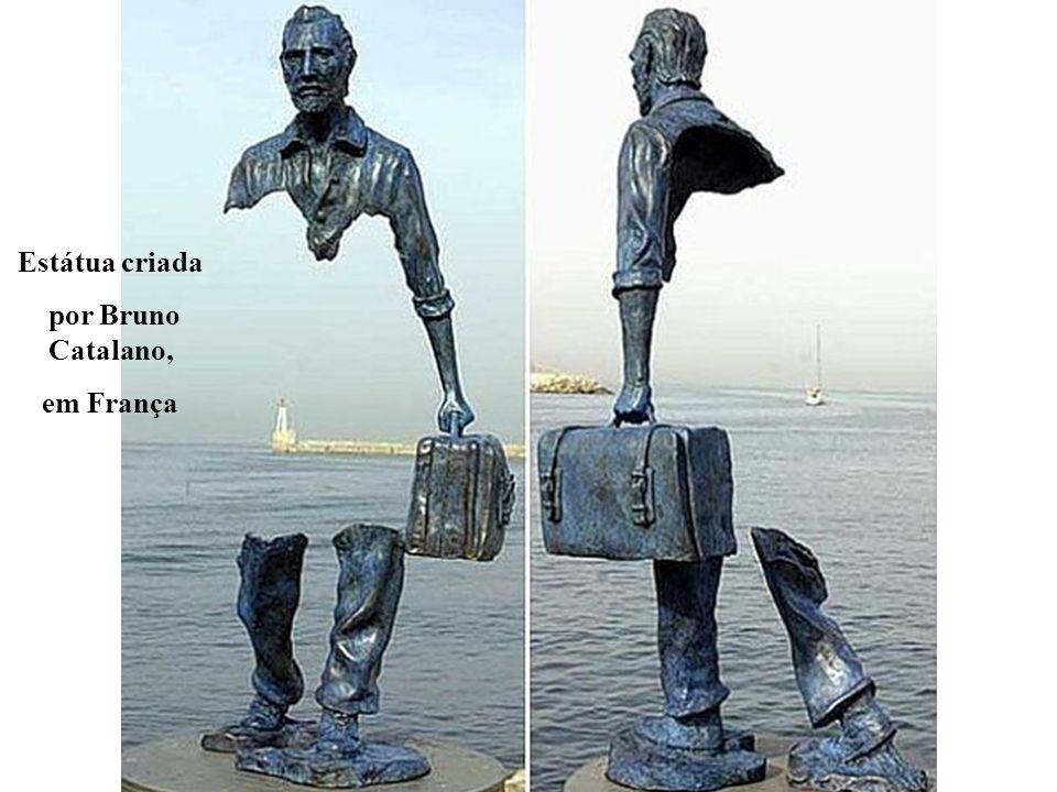 Estátua criada por Bruno Catalano, em França