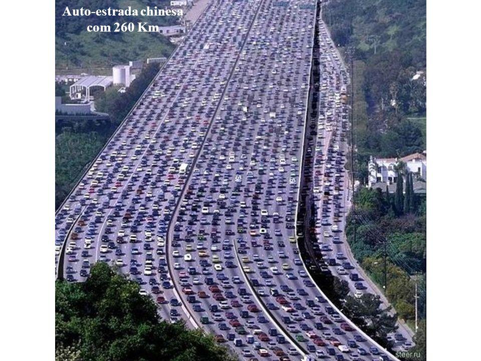 Auto-estrada chinesa com 260 Km