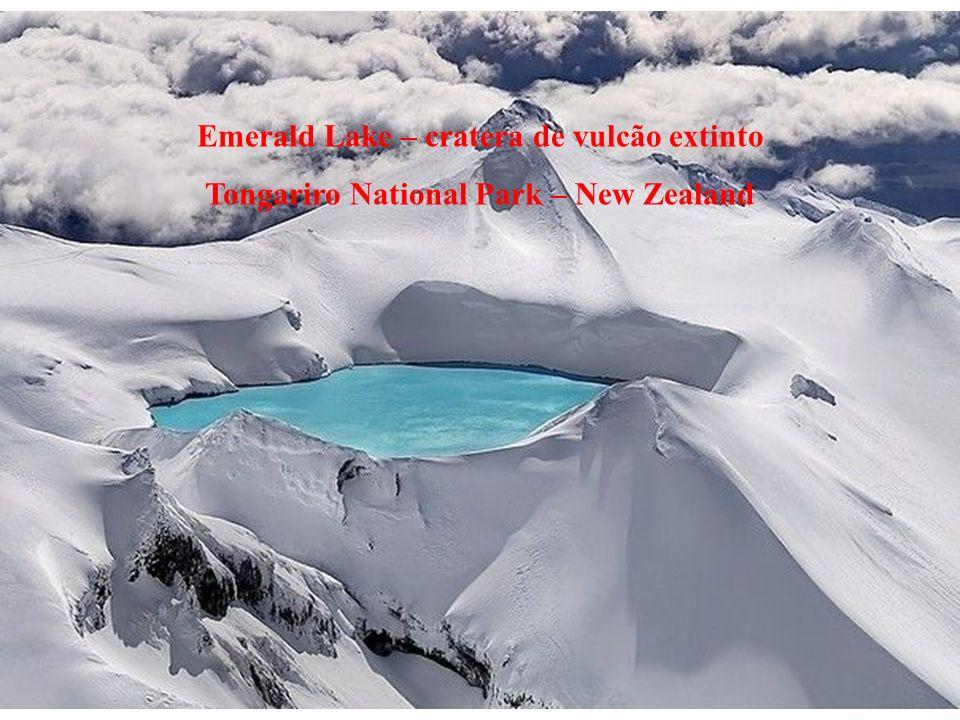 Emerald Lake – cratera de vulcão extinto