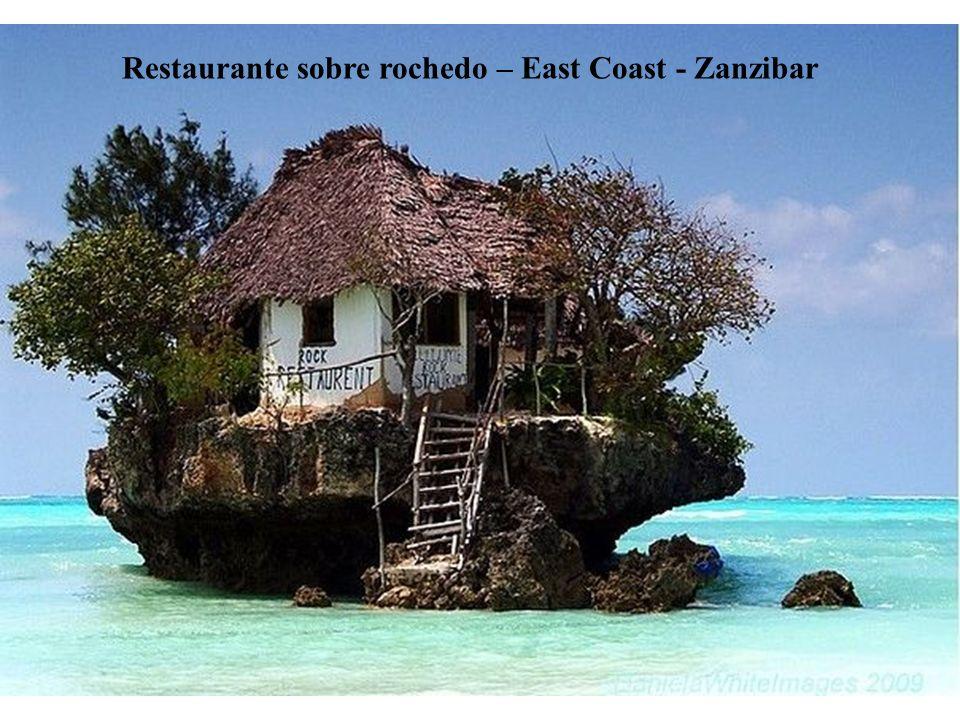 Restaurante sobre rochedo – East Coast - Zanzibar