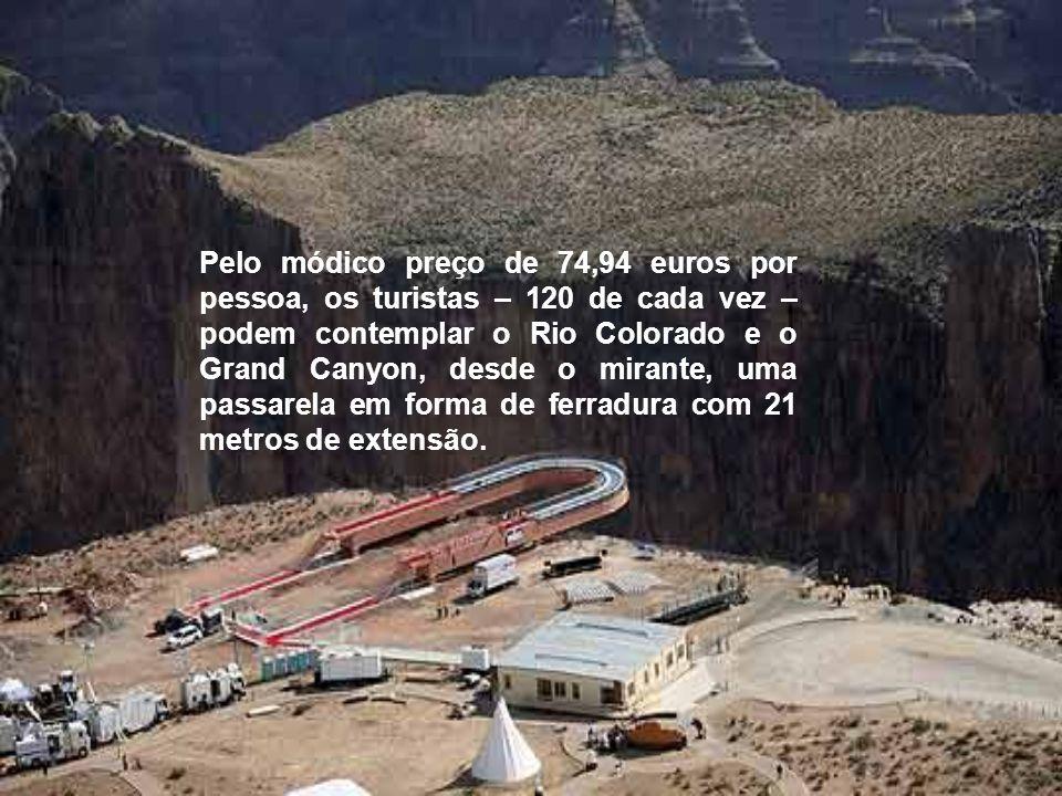 Pelo módico preço de 74,94 euros por pessoa, os turistas – 120 de cada vez –podem contemplar o Rio Colorado e o Grand Canyon, desde o mirante, uma passarela em forma de ferradura com 21 metros de extensão.