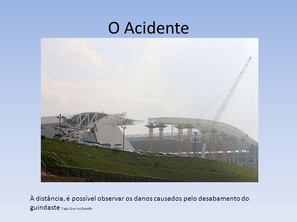 O Acidente À distância, é possível observar os danos causados pelo desabamento do guindaste Tiago Queiroz/Estadão.