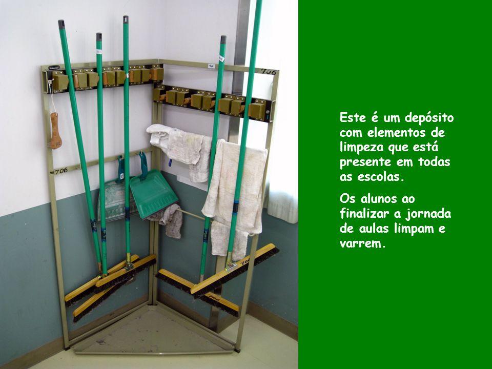 Este é um depósito com elementos de limpeza que está presente em todas as escolas.