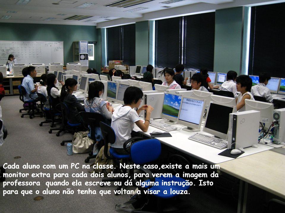 Cada aluno com um PC na classe