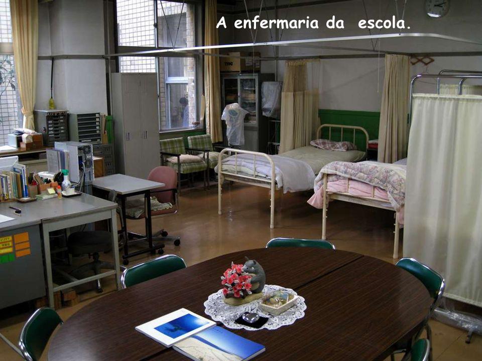 A enfermaria da escola.