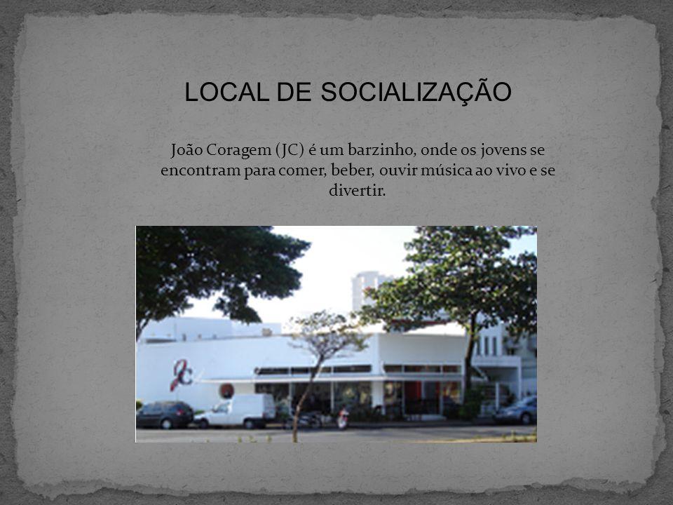 LOCAL DE SOCIALIZAÇÃO João Coragem (JC) é um barzinho, onde os jovens se encontram para comer, beber, ouvir música ao vivo e se divertir.