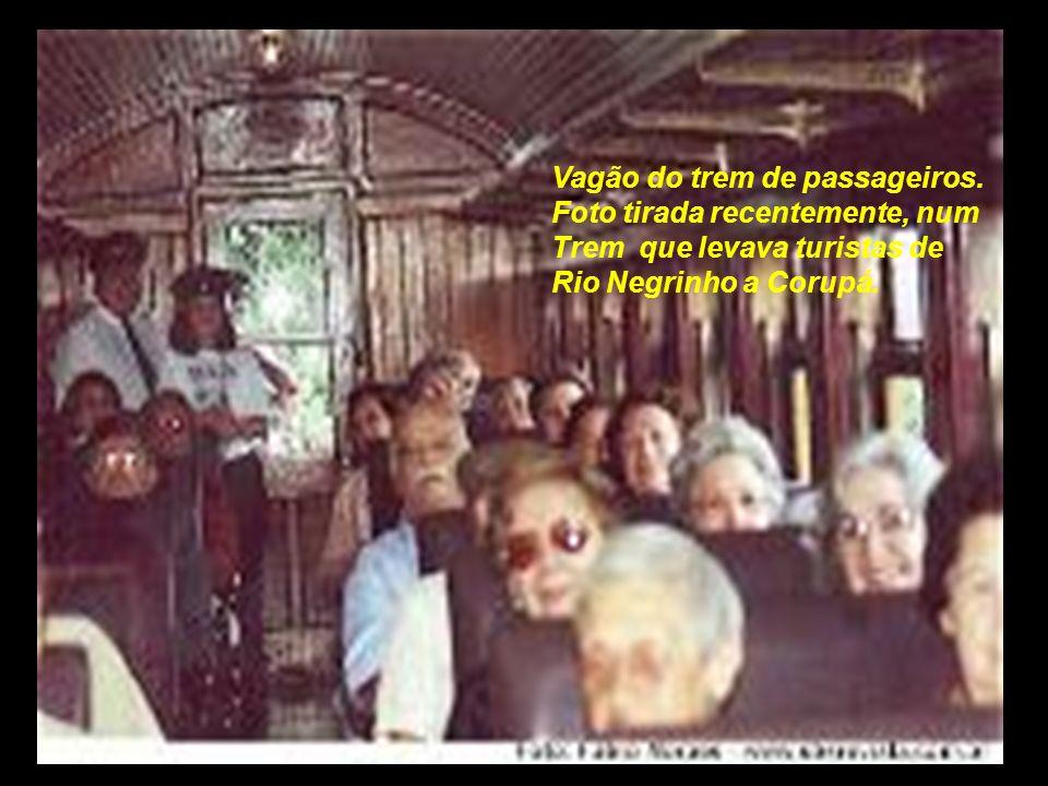 . Vagão do trem de passageiros. Foto tirada recentemente, num