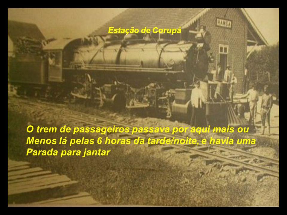 O trem de passageiros passava por aqui mais ou
