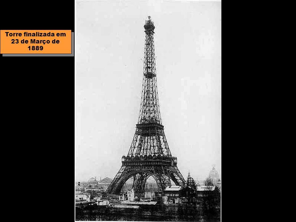 Torre finalizada em 23 de Março de 1889