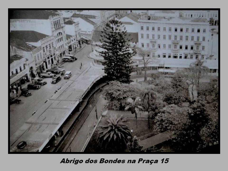 Abrigo dos Bondes na Praça 15