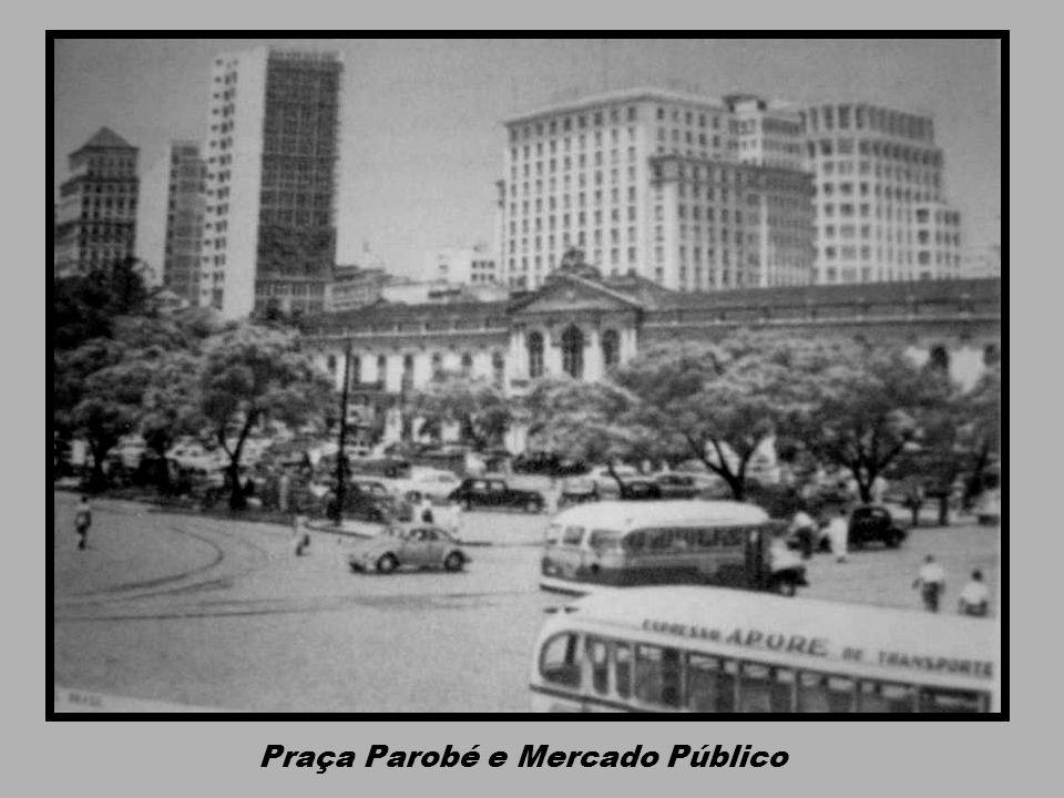 Praça Parobé e Mercado Público
