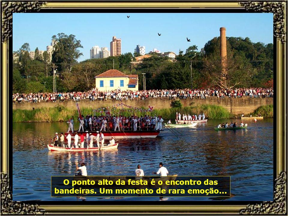 P0000201 - FESTA DO DIVINO-670 O ponto alto da festa é o encontro das bandeiras.