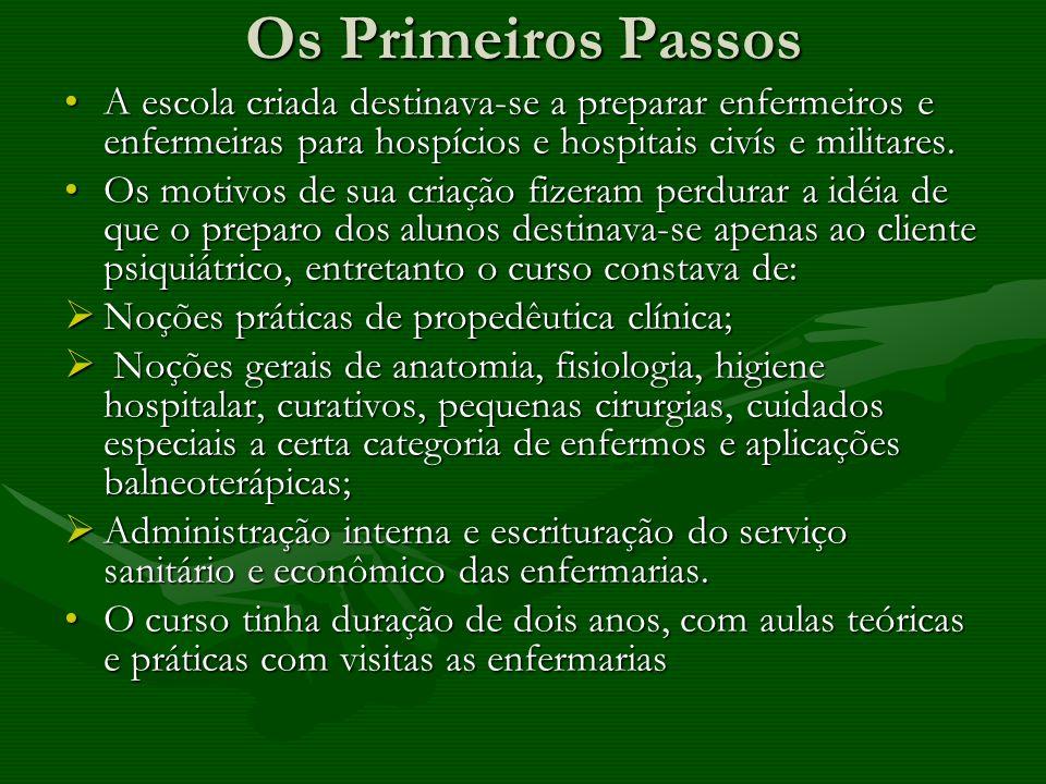Os Primeiros Passos A escola criada destinava-se a preparar enfermeiros e enfermeiras para hospícios e hospitais civís e militares.