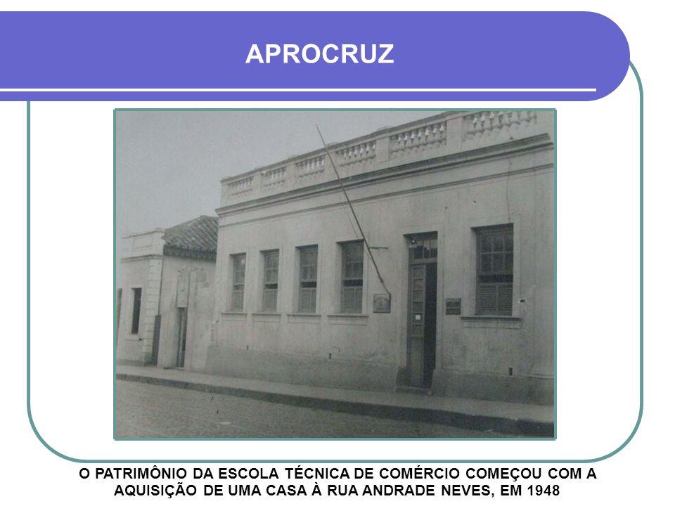 APROCRUZ O PATRIMÔNIO DA ESCOLA TÉCNICA DE COMÉRCIO COMEÇOU COM A AQUISIÇÃO DE UMA CASA À RUA ANDRADE NEVES, EM 1948.