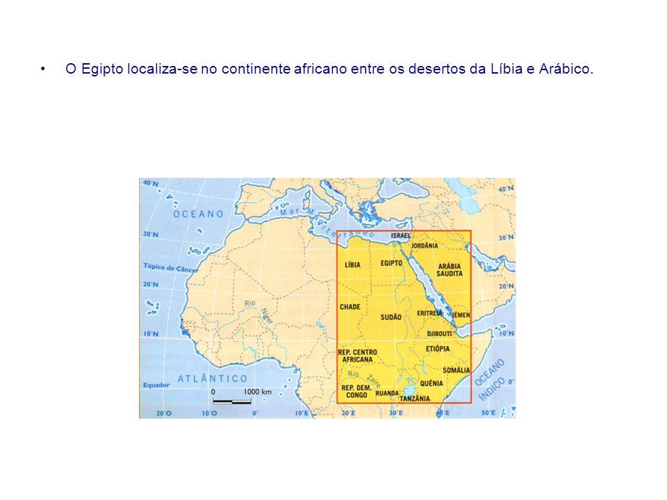 O Egipto localiza-se no continente africano entre os desertos da Líbia e Arábico.