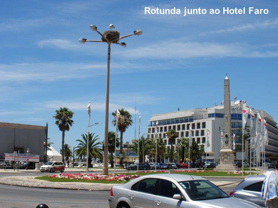 Rotunda junto ao Hotel Faro