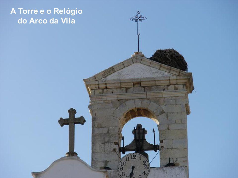 A Torre e o Relógio do Arco da Vila