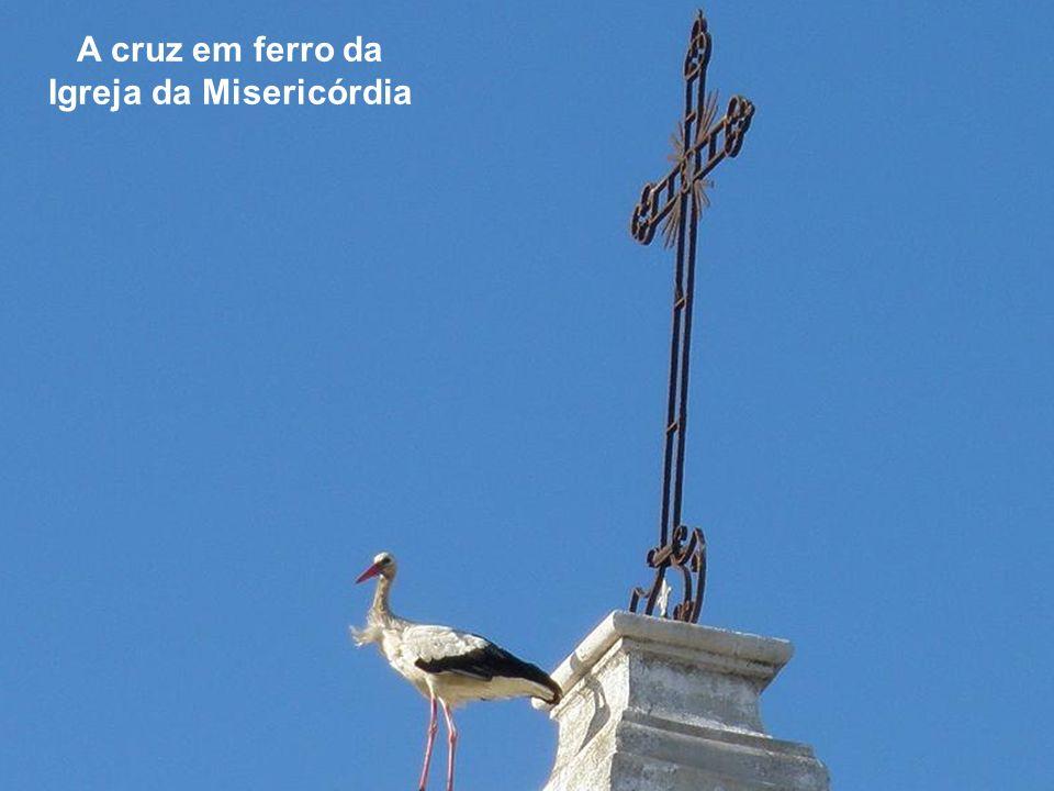 A cruz em ferro da Igreja da Misericórdia