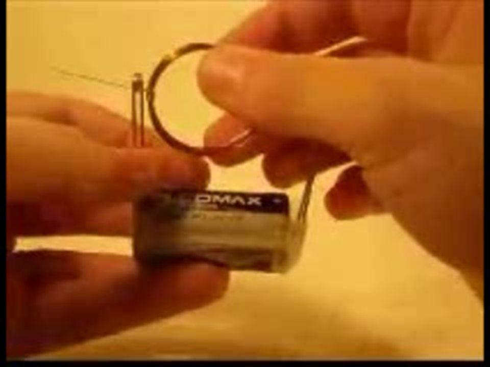 Efeito magnético: Quando a corrente elétrica passa em um condutor, ao redor do condutor se produz um campo magnético.