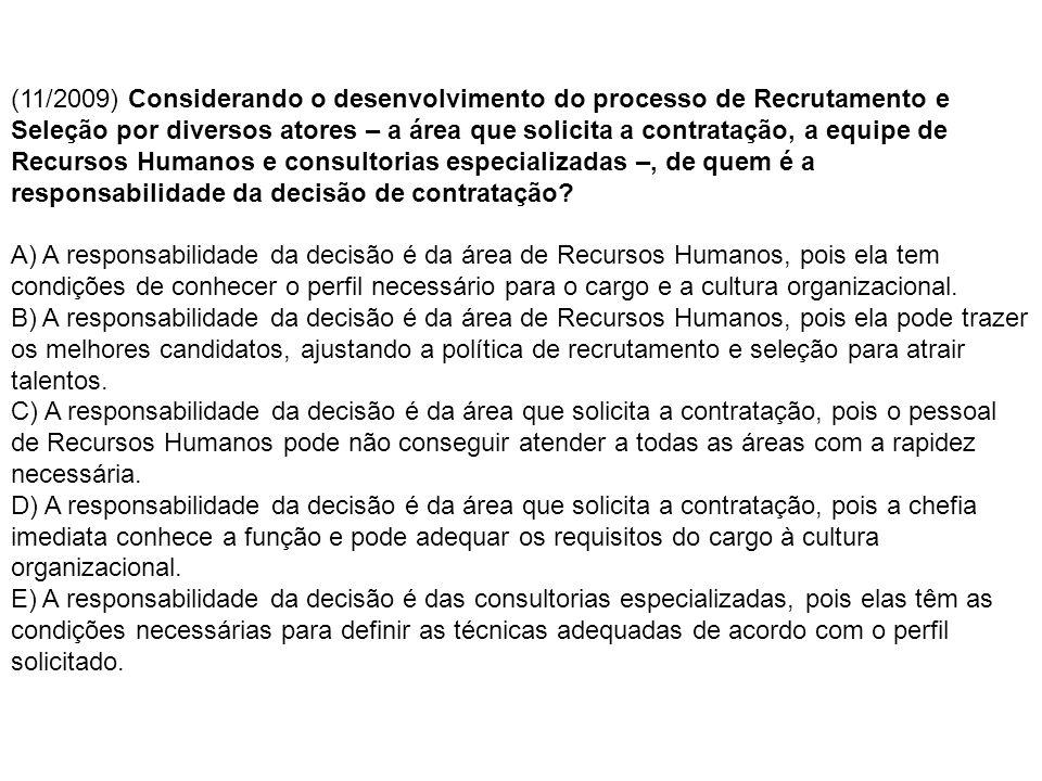 (11/2009) Considerando o desenvolvimento do processo de Recrutamento e Seleção por diversos atores – a área que solicita a contratação, a equipe de Recursos Humanos e consultorias especializadas –, de quem é a responsabilidade da decisão de contratação