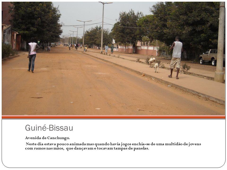 Guiné-Bissau Avenida de Canchungo.