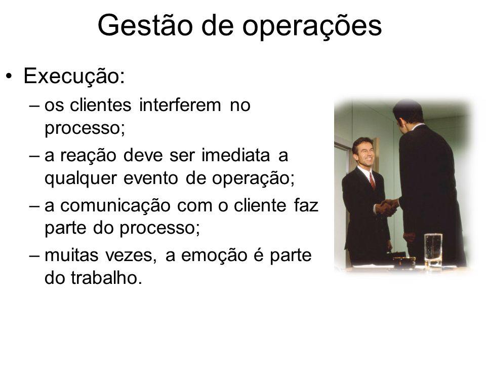 Gestão de operações Execução: os clientes interferem no processo;