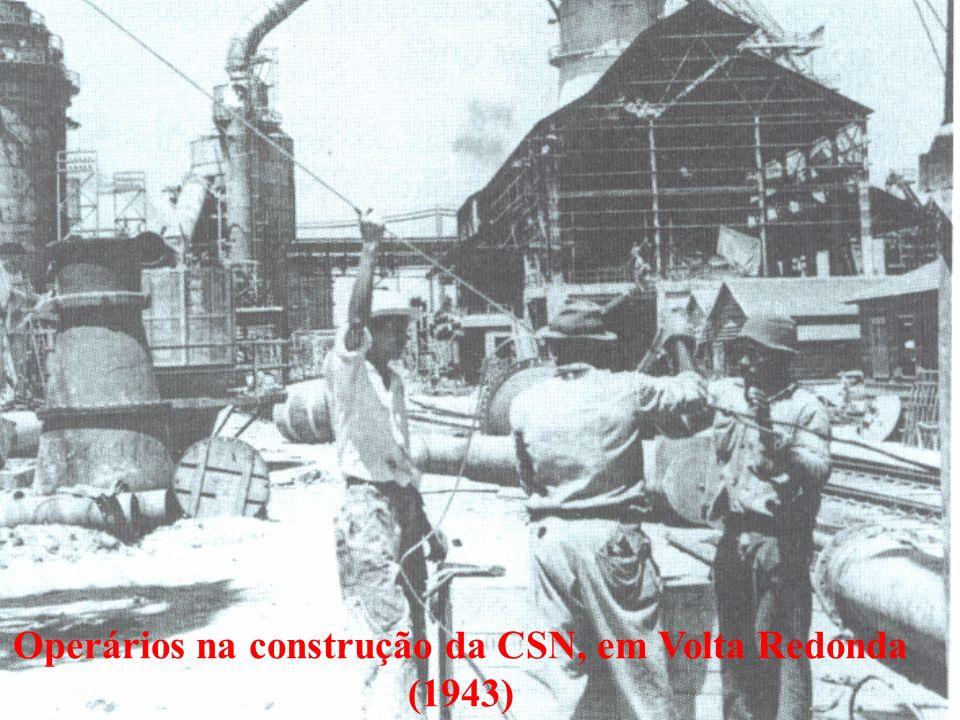 Operários na construção da CSN, em Volta Redonda
