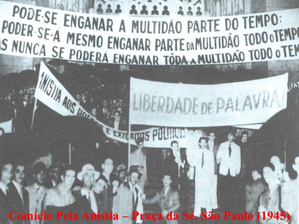 Comício Pela Anistia – Praça da Sé, São Paulo (1945)