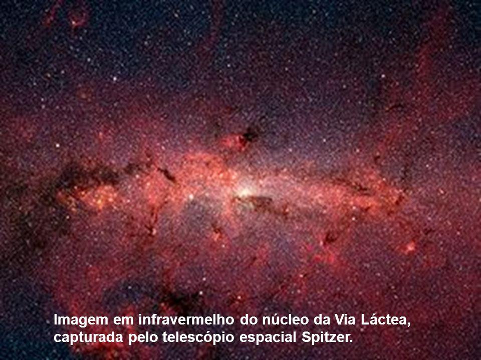 Imagem em infravermelho do núcleo da Via Láctea, capturada pelo telescópio espacial Spitzer.