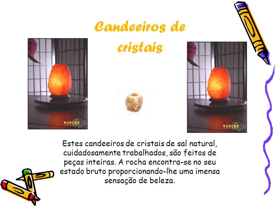 Candeeiros de cristais Estes candeeiros de cristais de sal natural, cuidadosamente trabalhados, são feitos de peças inteiras.