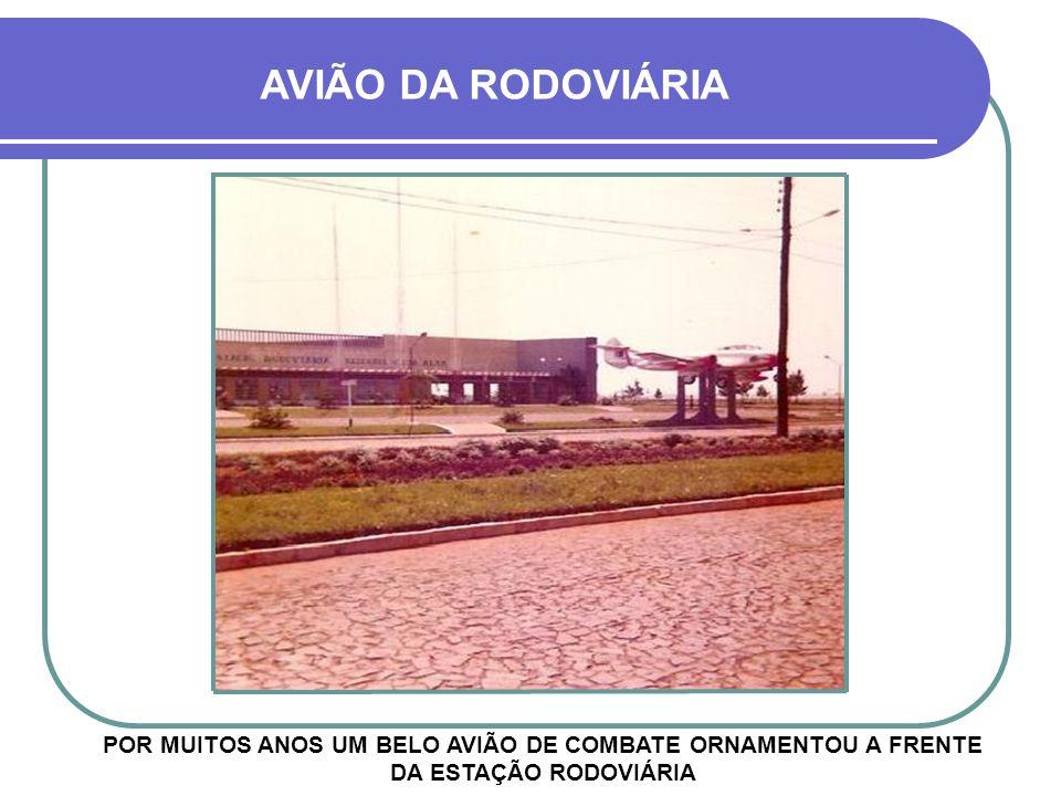 AVIÃO DA RODOVIÁRIA POR MUITOS ANOS UM BELO AVIÃO DE COMBATE ORNAMENTOU A FRENTE DA ESTAÇÃO RODOVIÁRIA.