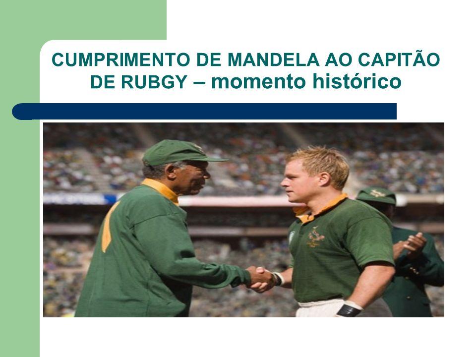 CUMPRIMENTO DE MANDELA AO CAPITÃO DE RUBGY – momento histórico