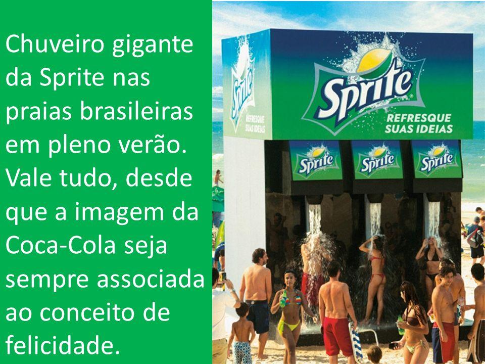 Chuveiro gigante da Sprite nas praias brasileiras em pleno verão