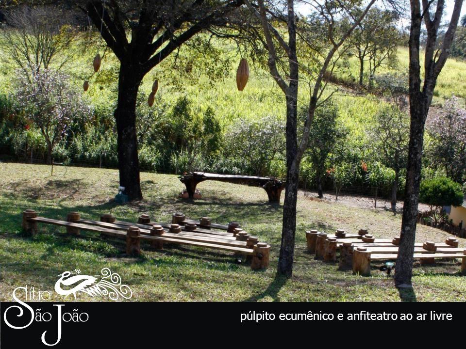 púlpito ecumênico e anfiteatro ao ar livre