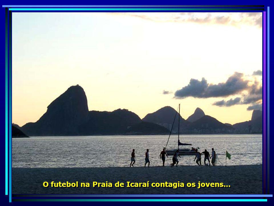 O futebol na Praia de Icaraí contagia os jovens…