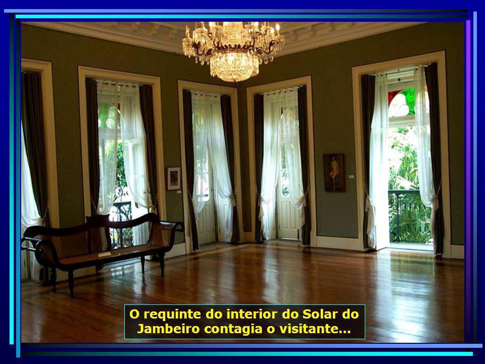 O requinte do interior do Solar do Jambeiro contagia o visitante…