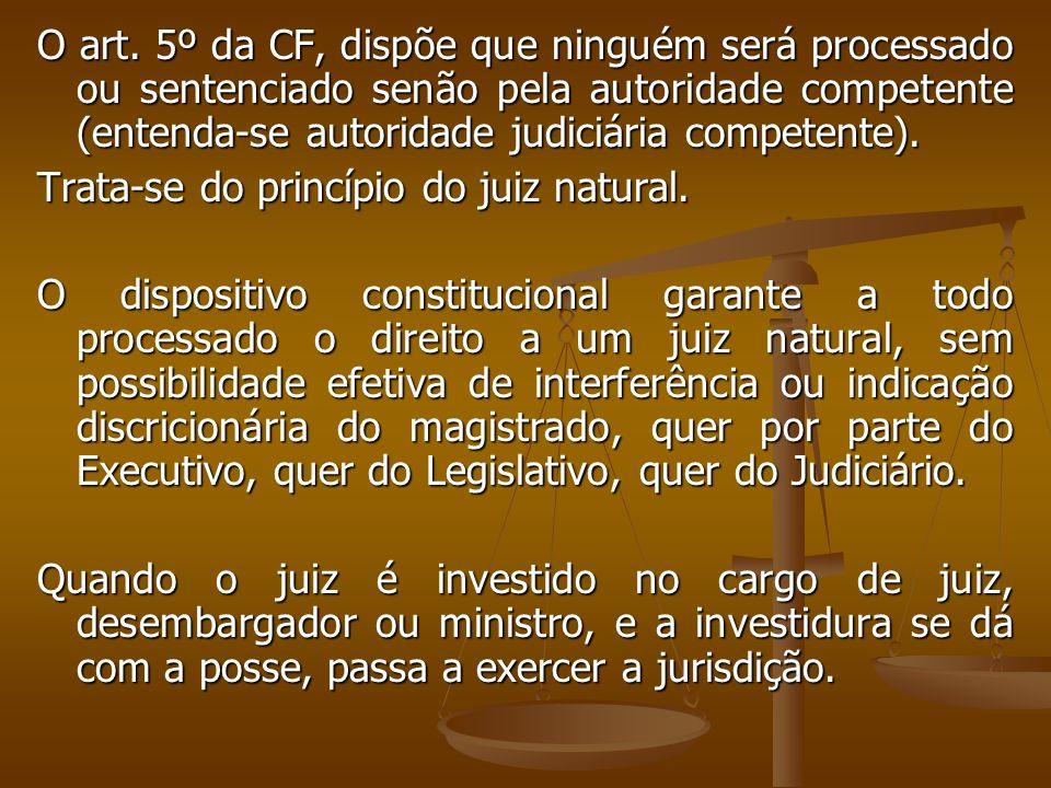 O art. 5º da CF, dispõe que ninguém será processado ou sentenciado senão pela autoridade competente (entenda-se autoridade judiciária competente).