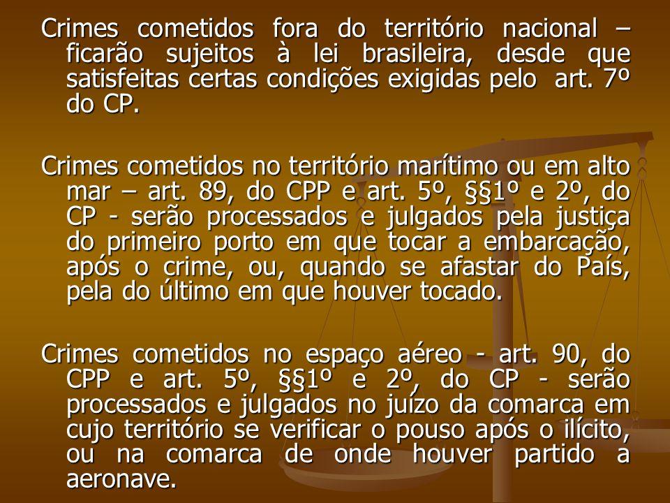 Crimes cometidos fora do território nacional – ficarão sujeitos à lei brasileira, desde que satisfeitas certas condições exigidas pelo art. 7º do CP.