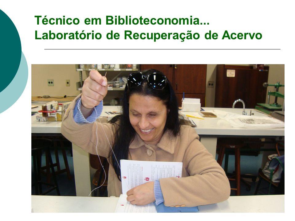 Técnico em Biblioteconomia... Laboratório de Recuperação de Acervo