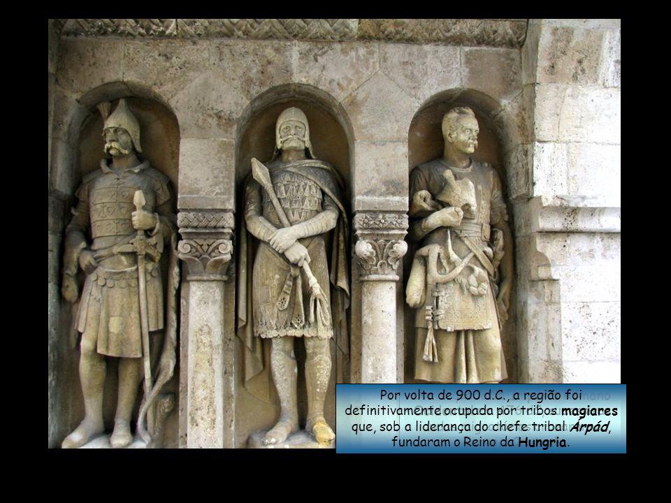 Por volta de 900 d.C., a região foi definitivamente ocupada por tribos magiares que, sob a liderança do chefe tribal Árpád, fundaram o Reino da Hungria.