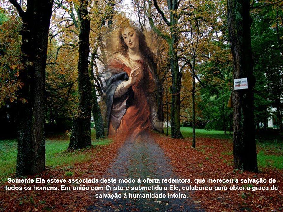 Somente Ela esteve associada deste modo à oferta redentora, que mereceu a salvação de todos os homens.