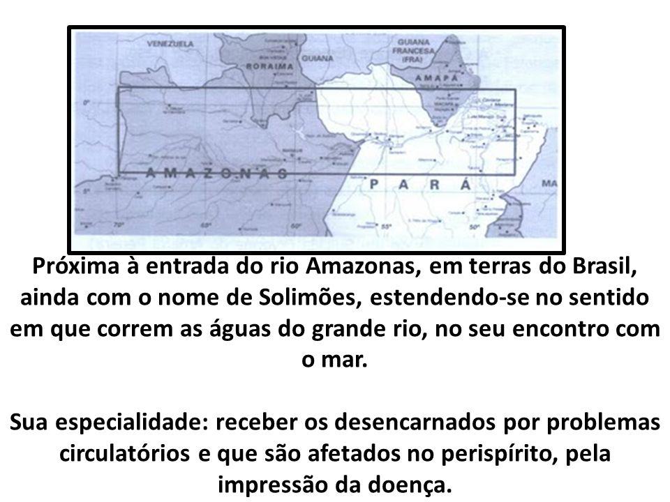 Próxima à entrada do rio Amazonas, em terras do Brasil, ainda com o nome de Solimões, estendendo-se no sentido em que correm as águas do grande rio, no seu encontro com o mar.