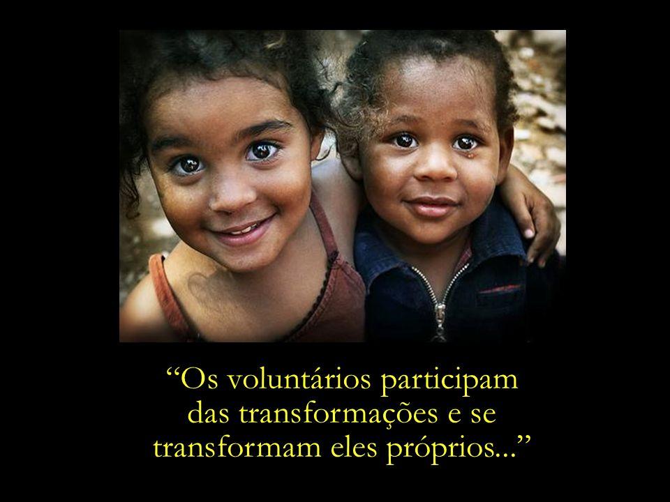 Os voluntários participam das transformações e se