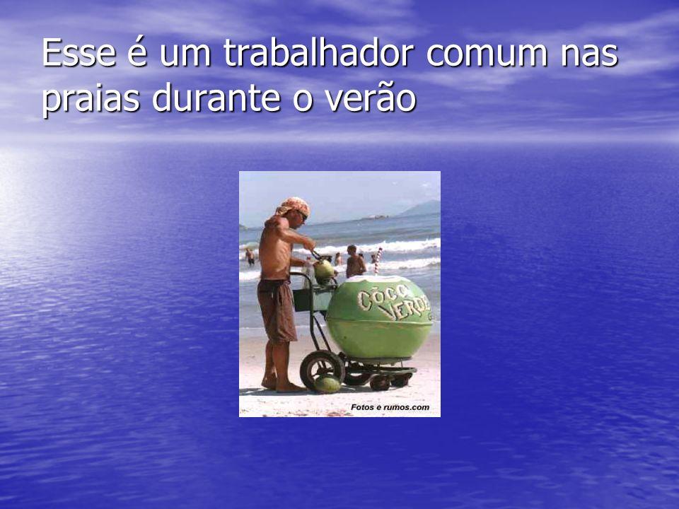 Esse é um trabalhador comum nas praias durante o verão