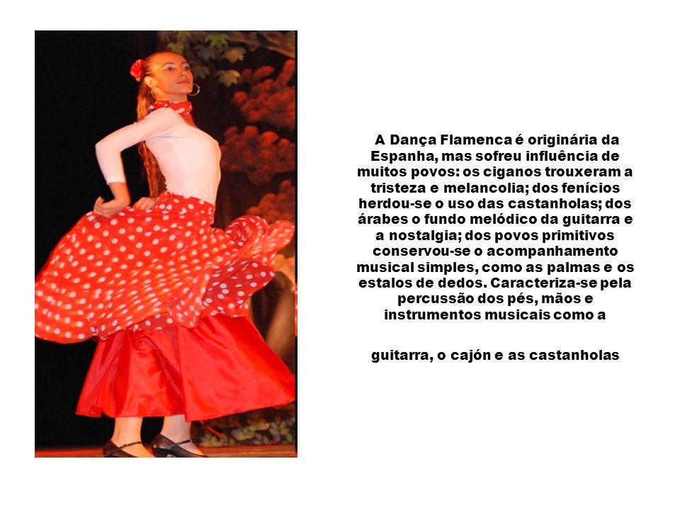 A Dança Flamenca é originária da Espanha, mas sofreu influência de muitos povos: os ciganos trouxeram a tristeza e melancolia; dos fenícios herdou-se o uso das castanholas; dos árabes o fundo melódico da guitarra e a nostalgia; dos povos primitivos conservou-se o acompanhamento musical simples, como as palmas e os estalos de dedos.